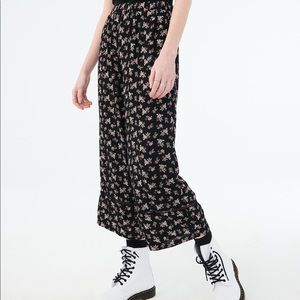 Floral Wide Legged Cropped Pants